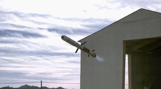 瑞典和美国共同研制的GMM制导多用途弹打靶测试实拍