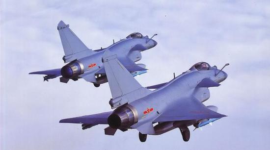 行家分得清哪个是歼10B,哪个是歼10C吗?