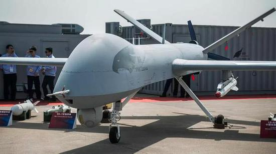 这是翼龙无人机,彩虹4无人机长相非常类似,普通人很难分出来