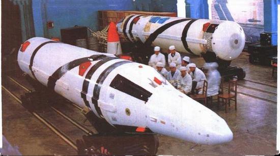 ▲吾国巨浪2型导弹体积较大