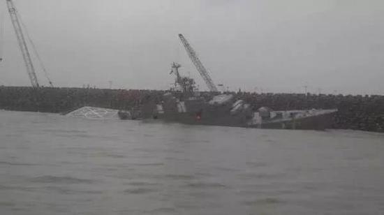 """今年初""""达马万德""""号驱逐舰因为撞上防波堤而沉没"""