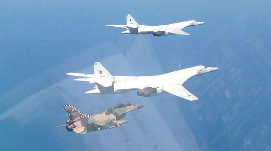 其实,这并不是美国空军的F-16战斗机,而是委内瑞拉空军的战斗机。