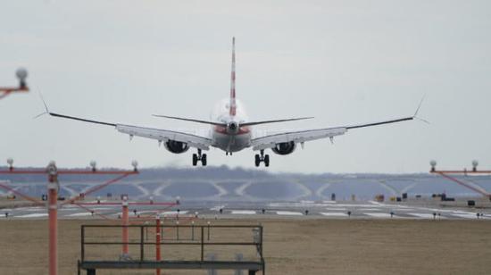 美国航空公司的一架波音737 MAX 8型飞机。(图:路透)