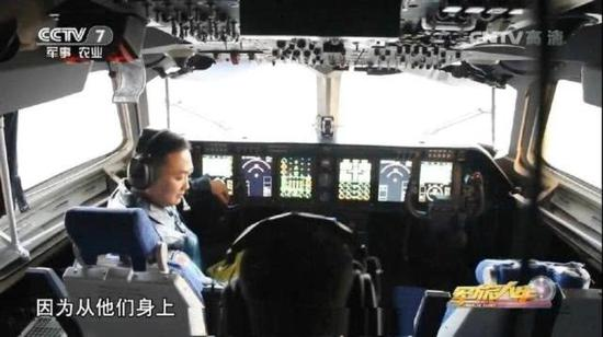 空警500全玻璃化驾驶舱