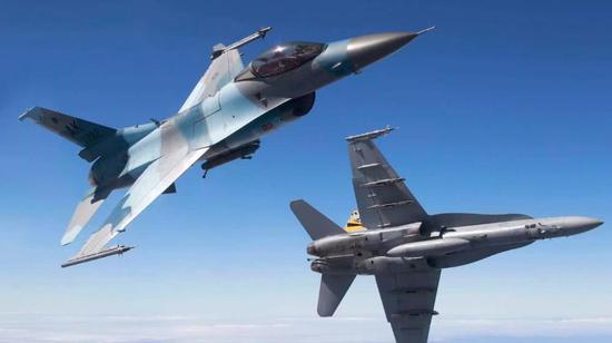 F-16战斗机推比比F-18优势并不大,但是空战却一边倒