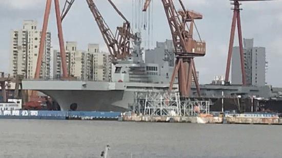 075两栖舰建造速度惊人 脚手架已拆除即将下水(图)