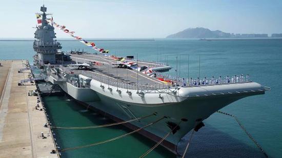 海军山东舰编队顺利通过台湾海峡 将赴南海开展训练
