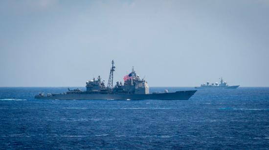 美军水兵拍摄歼15起降 辽宁舰为何敢让美舰靠近