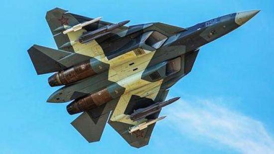 SU57频繁在机翼下挂载武器,隐身性能大减