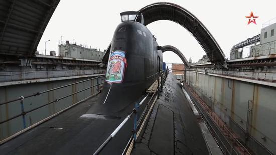 俄罗斯海军最新式亚森级核抨击潜艇