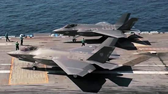 F-35C下落航母