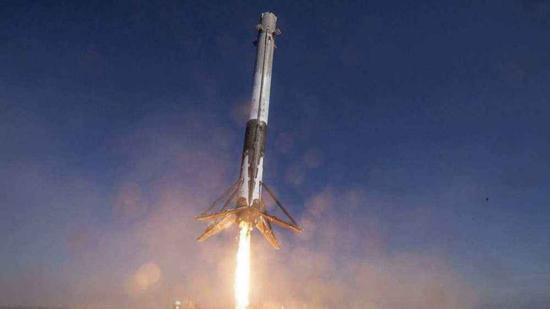 """""""猎鹰""""火箭回奏效功。"""