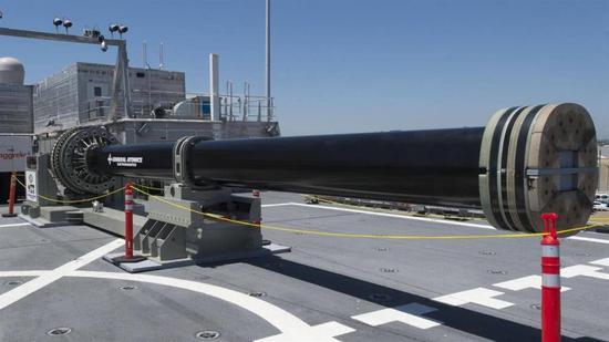 中国第一巨炮舰游长江 台媒却话称在实战中毫无用处