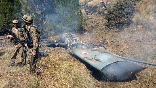 一架非常明显的印军米格-21战斗机残骸。