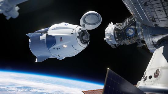 """完成首飞的美国载人版""""龙""""飞船即将搭载宇航员进入太空"""