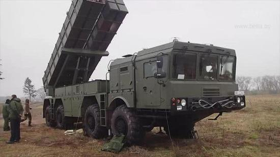 白俄罗斯利用中国技术制造的火箭炮