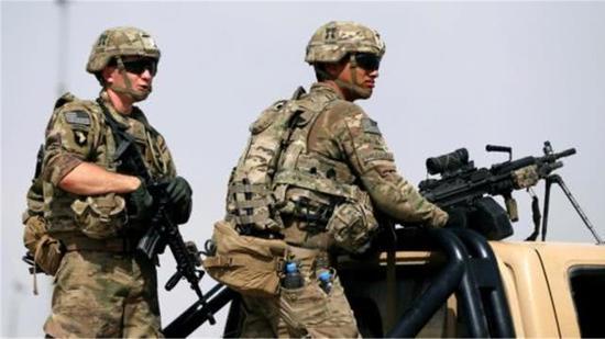 易卜拉欣说,相关交火20分钟后,发生了美军发动的空袭。