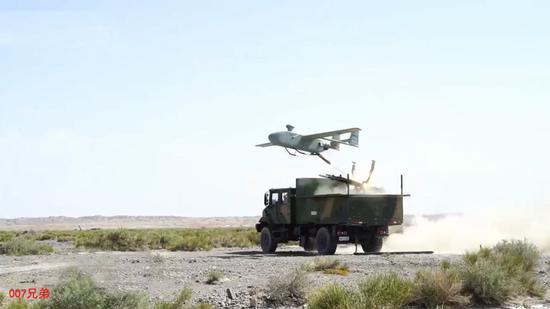 采用火箭助推无人机,长途火箭炮部队,能够发现敌人现在标