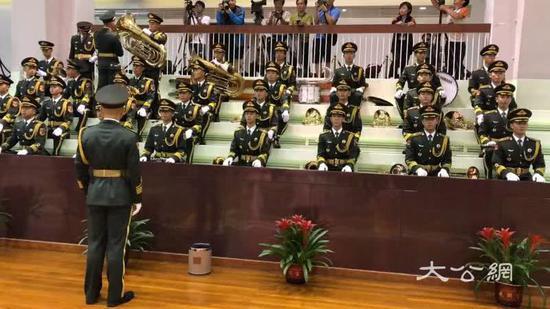 为庆祝人民解放军建军92周年 驻港部队举行招待会