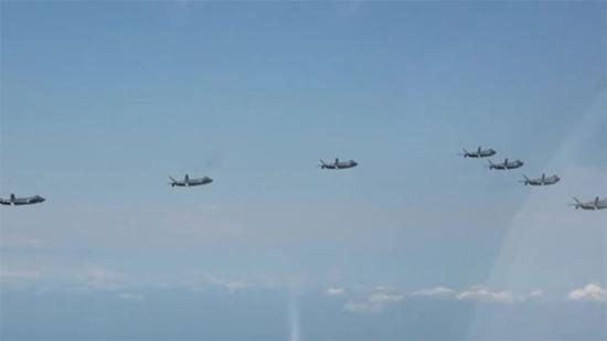 台媒关注7架歼20编队亮相 年底前将装备60架