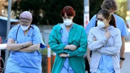 意大利医护人员也开起主要的救治防疫做事。