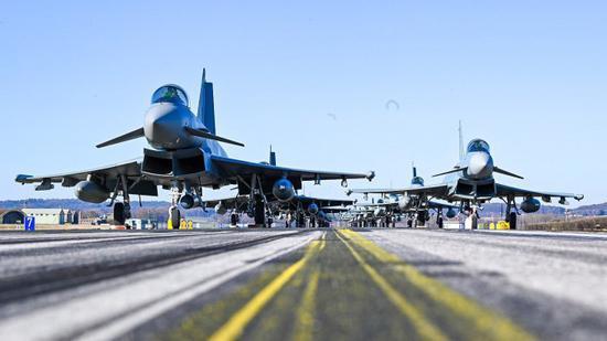 """德国空军摆拍战机""""大象漫步"""":挂着轮挡还没飞行员"""