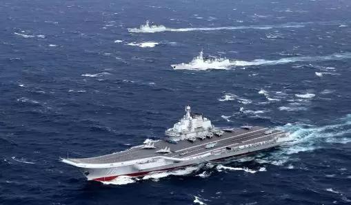 中国辽宁舰航母编队在南海睁开训练