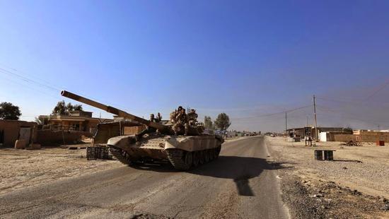 伊朗军队现役的T-72坦克