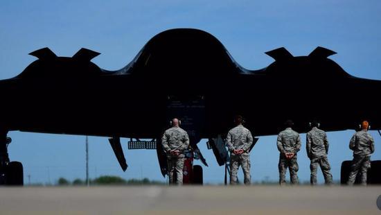 美军B-2看似昂贵金贵,实战中的费效比并不低。