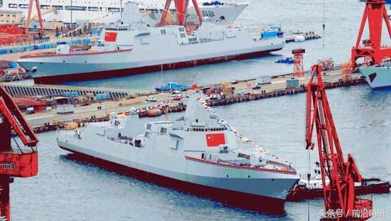 055型万吨导弹驱逐舰