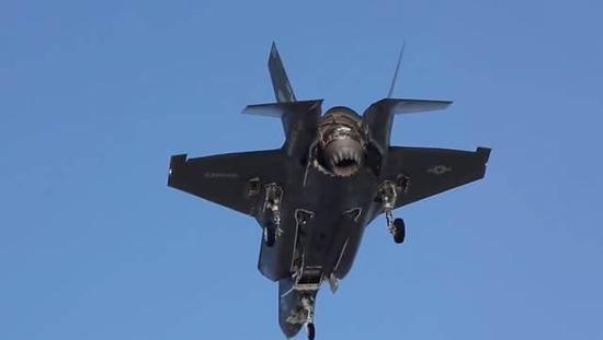 F-35B垂直首降