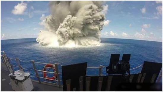 核航母被东风21D击中结果会怎样?美军做了一个测试