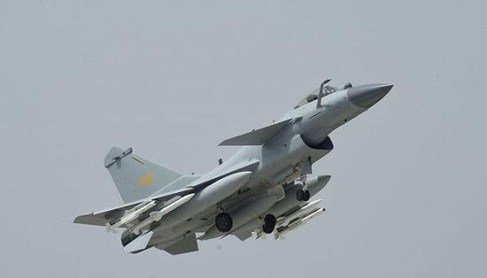 这是歼-10C始次出国参添训练