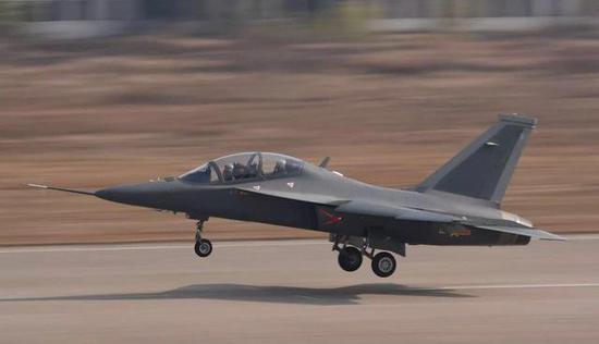 图片:能超音速飞走的L-15B