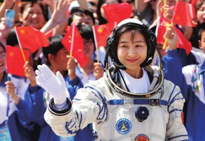 中国首位女航天员刘洋