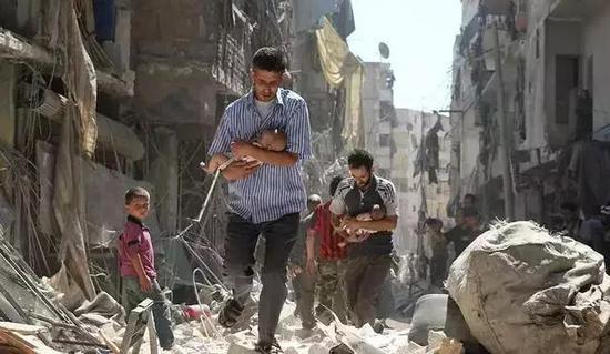叙利亚北部曾经发生化学毒气袭击,一对九个月大的龙凤胎因此丧命。
