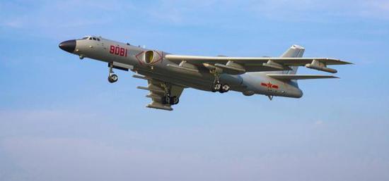中国空军轰-6J轰炸机