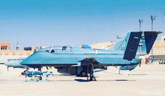 图片:沙特阿拉伯皇家空军采购的彩虹-4察打一体抨击无人机。