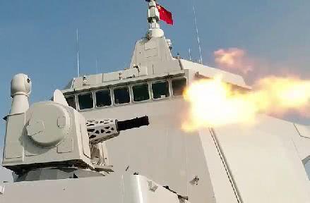 055舰上的万发炮开火拦截突防导弹