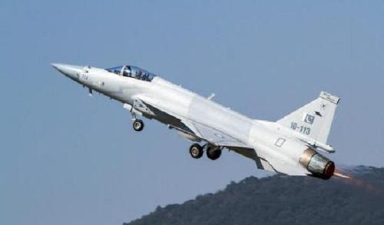 مصر تسعى للحصول على مقاتلة JF-17 Thunder الباكستانية - صفحة 2 36a2-hyrtarx0426624