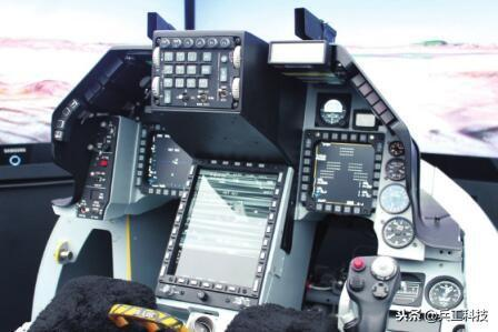 图注:升级至F-16V后的座舱界面
