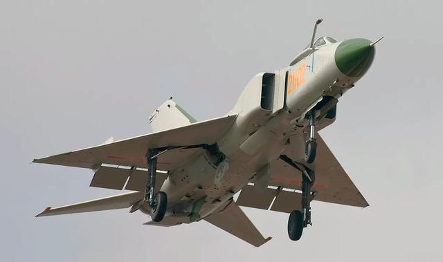 歼8战斗机:天上飞过来的最益是轰炸机,是战斗机就得快闪