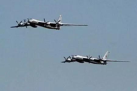 中俄轰炸机为何联手巡航日本海 或模拟打击
