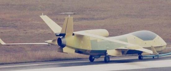 """圖為中航成飛""""翔龍""""超高空長航時無人機,該機的設計概念異常超前。"""