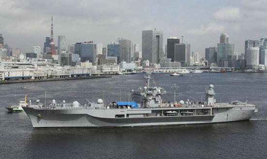 美国蓝岭号两栖指挥舰