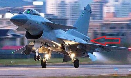歼-10B战斗机垂尾根部就是导弹逼近告警系统