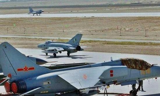 此前歼-10A已经参添了雄鹰说相符训练