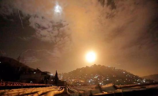 空袭下的大马士革,战火如白昼