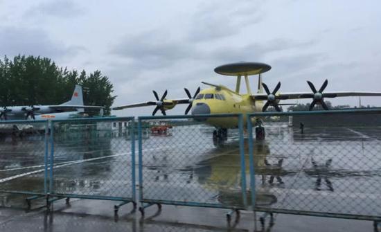 加装了空中受油管的空警500,可以看到机体并不算大