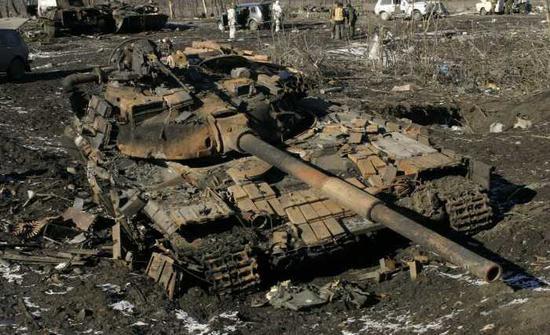 资料图:东乌战场上的坦克残骸